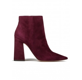 High heel ankle boots in burgundy suede Pura López