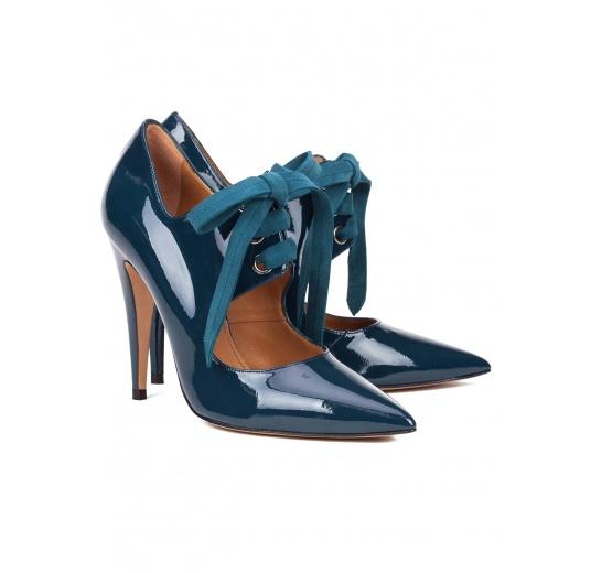 Zapatos de tacón alto en charol azul petróleo con cordones Pura López