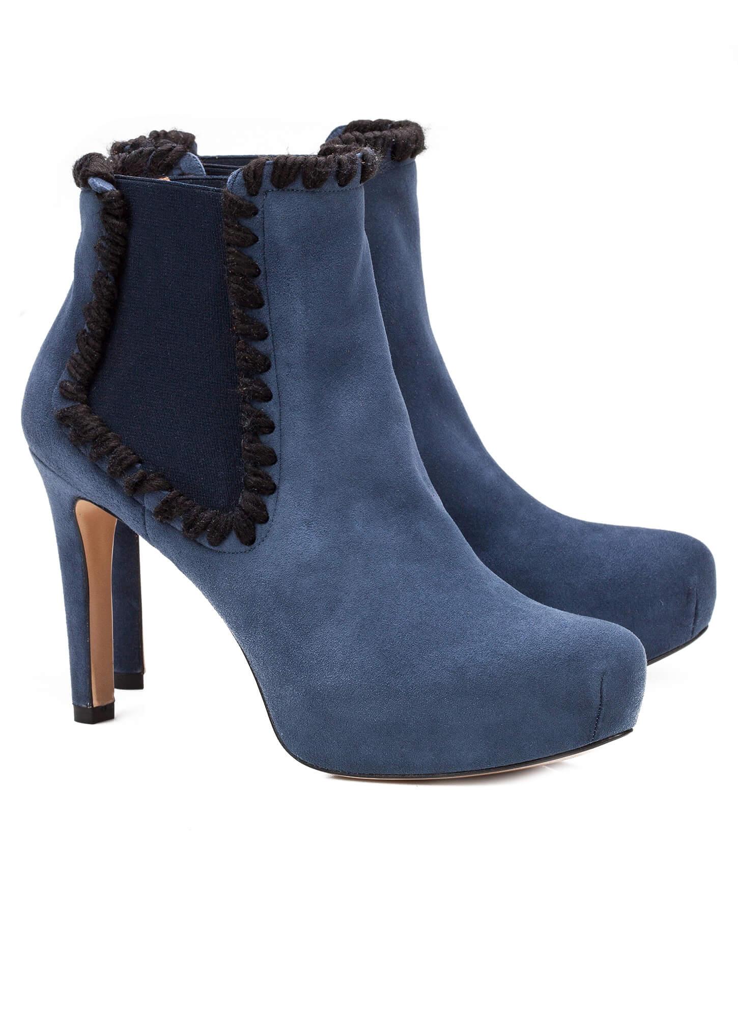 dabff432e625d Botín azul de tacón medio en ante - tienda de zapatos Pura López ...