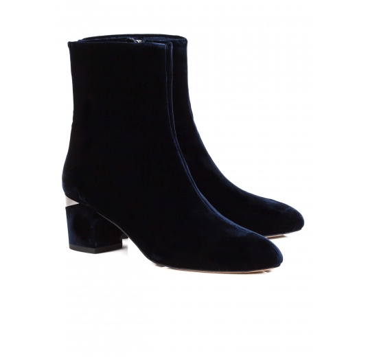 Mid heel ankle boots in night blue velvet Pura L�pez