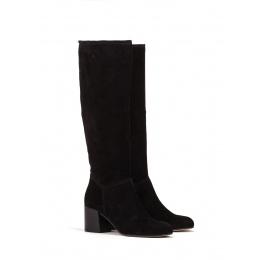 Mid heel boots in black suede Pura López