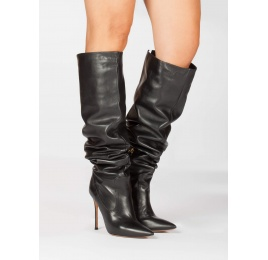 Heeled pointy toe boots in black leather Pura López
