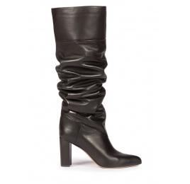 Botas altas negras de piel con tacón ancho y punta fina Pura López