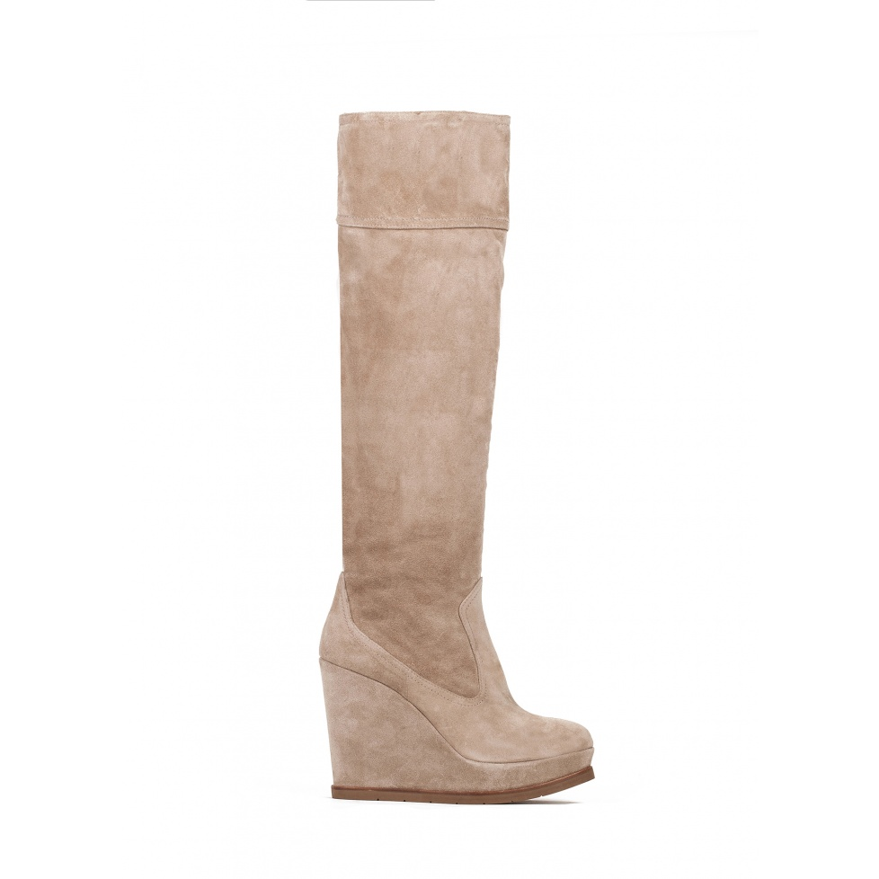 Wedge boots in taupe suede