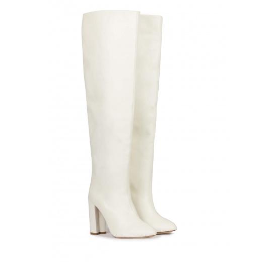 Botas altas de tacón ancho y caña arrugada en napa blanca Pura L�pez