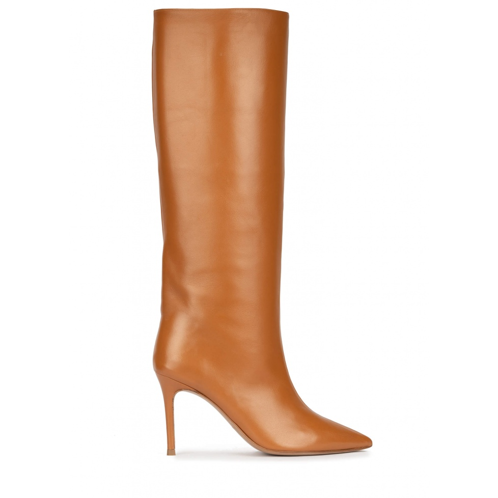 High heel pointy toe boots in camel leather