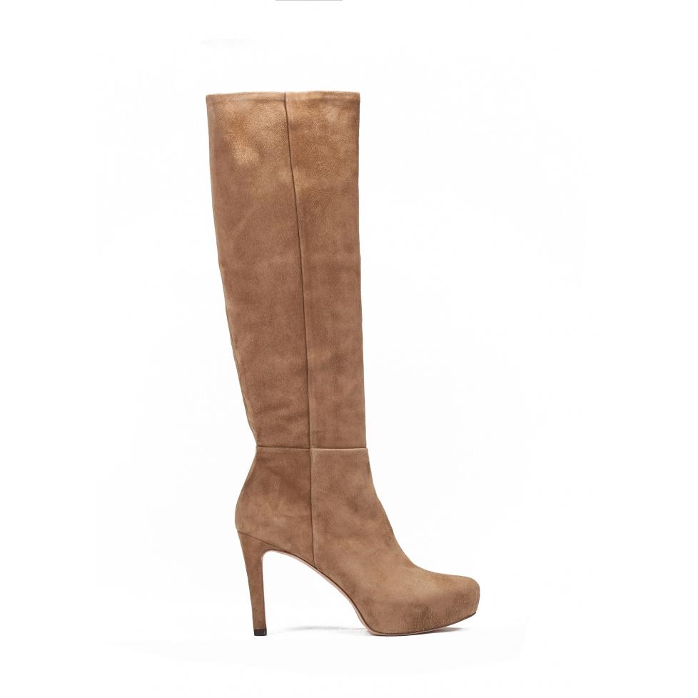 Mid heel boots in camel suede