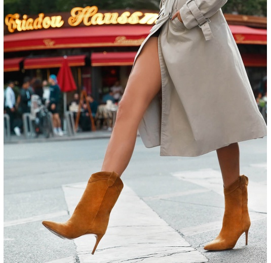 Cowboy mid-heel pointy toe boots in camel suede Pura L�pez