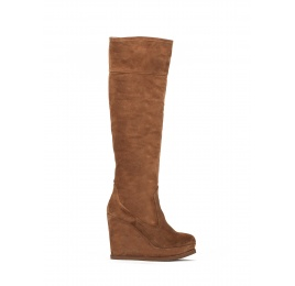Wedge boots in brown suede Pura López
