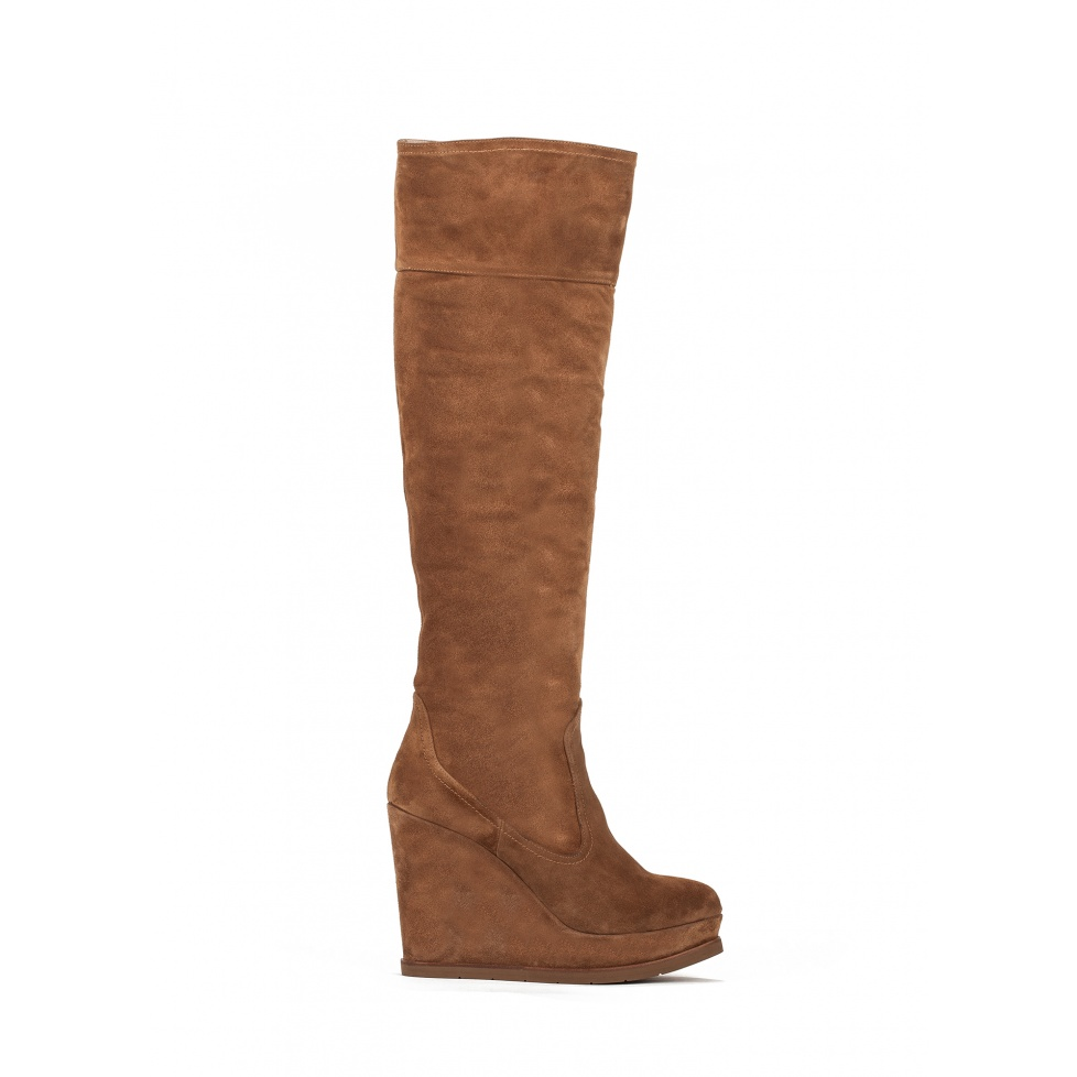 Wedge boots in brown suede