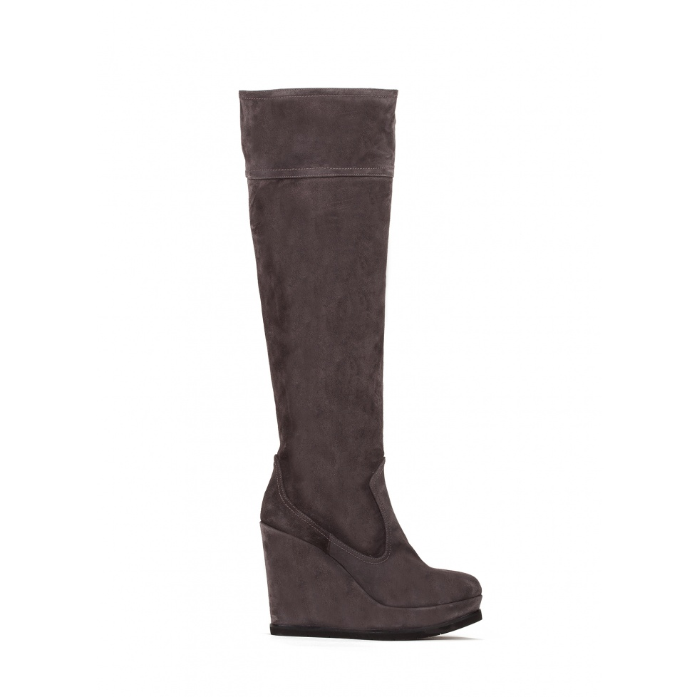 Wedge boots in grey suede