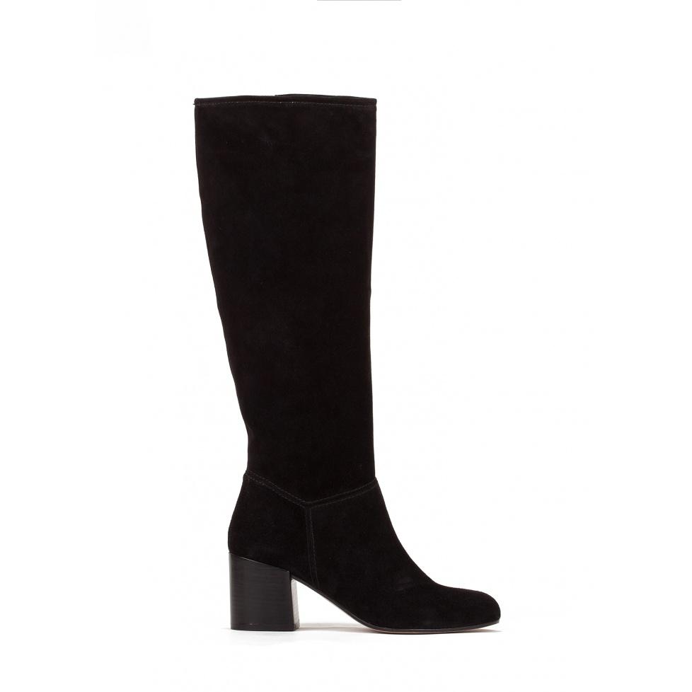 Mid heel boots in black suede