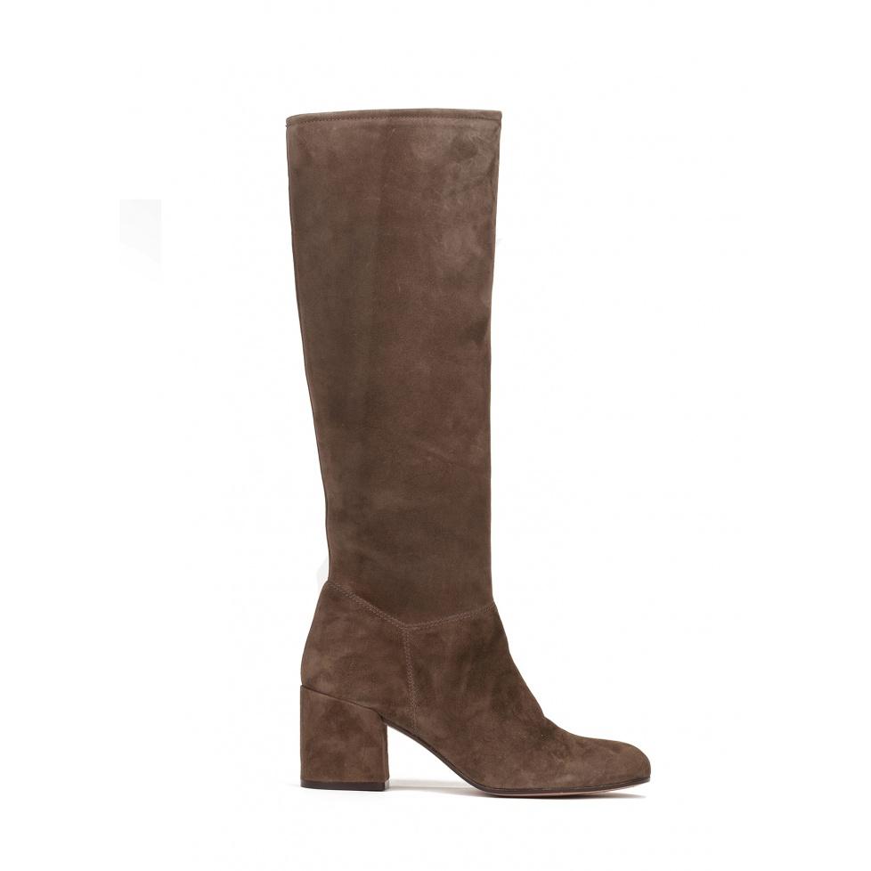 Mid heel boots in kaki suede
