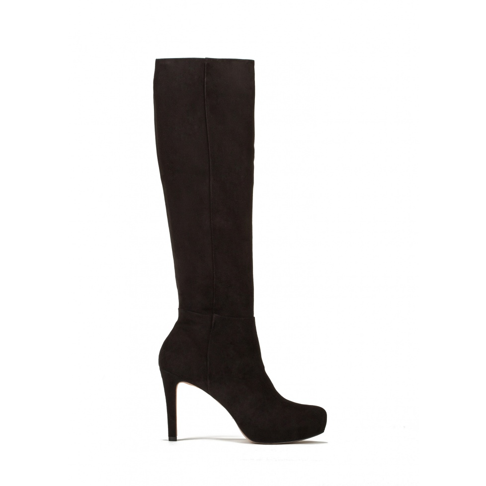Mid heel boots in black suede