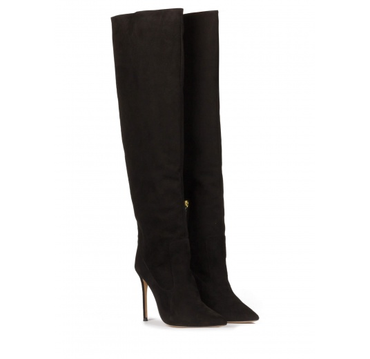High-knee heeled pointy toe boots in black suede Pura López