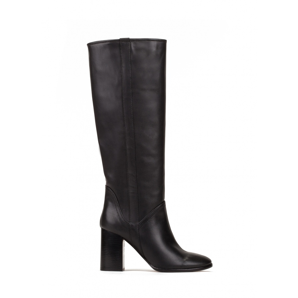 High heel boots in black leather