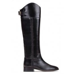 Low heel boots in black leather Pura López