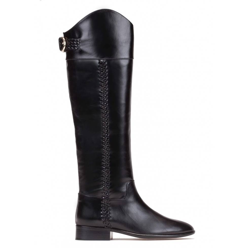 Low heel boots in black leather