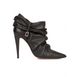 Slouch high heel pointy toe ankle boots in black leather Pura López