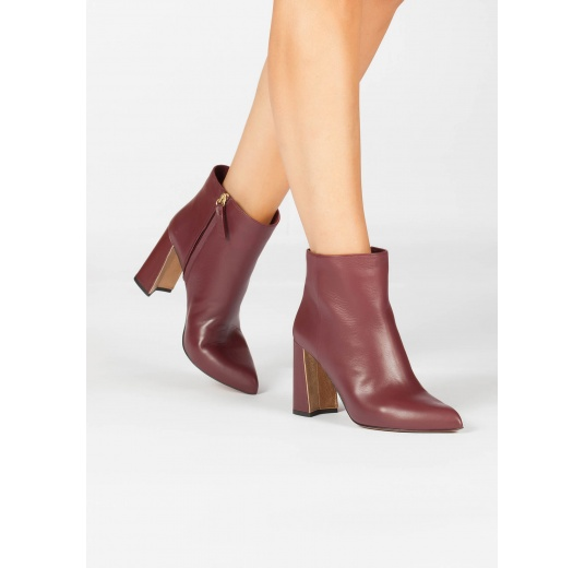 High block heel ankle boots in burgundy leather Pura L�pez