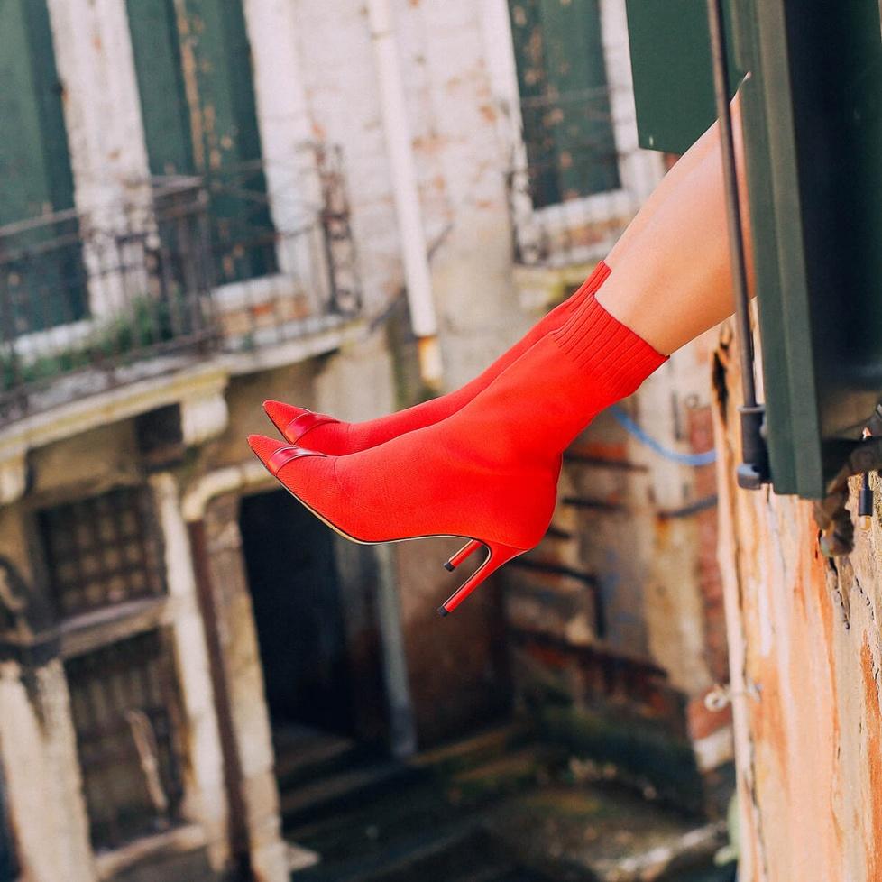 Botines calcetín rojos de tacón alto y punta fina