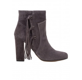 High heel ankle boots in grey suede with fringes Pura López
