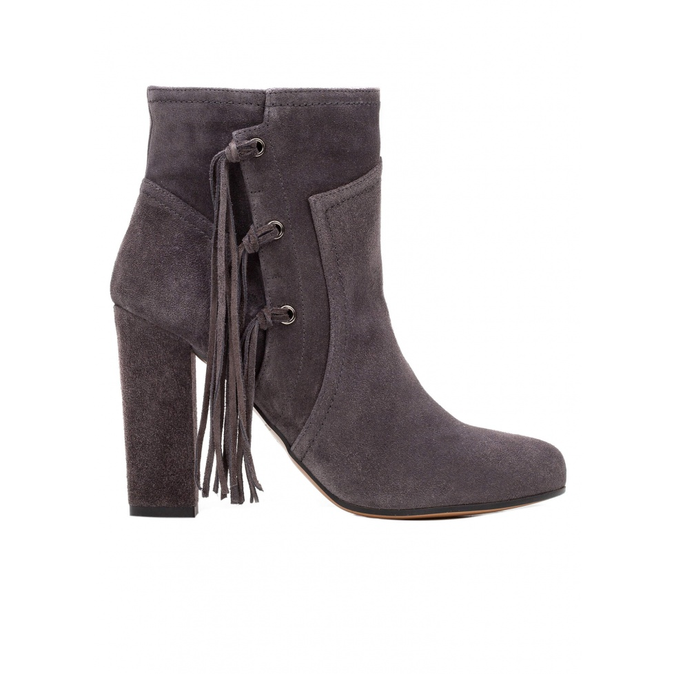 High heel ankle boots in grey suede with fringes