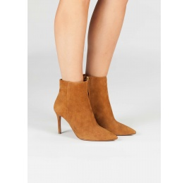 Camel suede high heel point-toe ankle boots Pura López