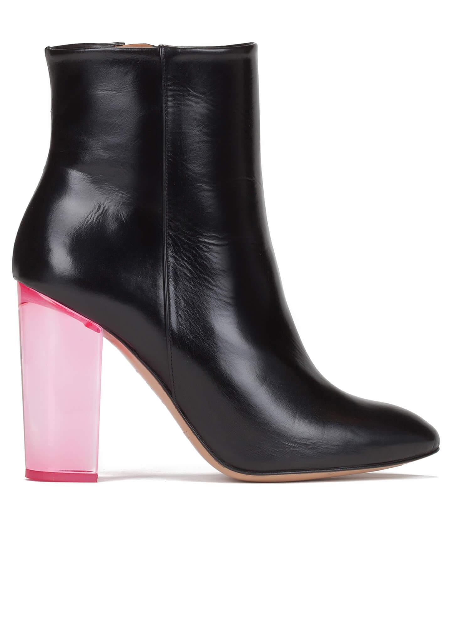 cf07670cae6b8 Botines de tacón negros en piel - tienda de zapatos Pura López ...