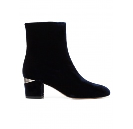 Mid heel ankle boots in night blue velvet Pura López