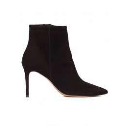 Black suede heeled pointy toe ankle boots Pura López