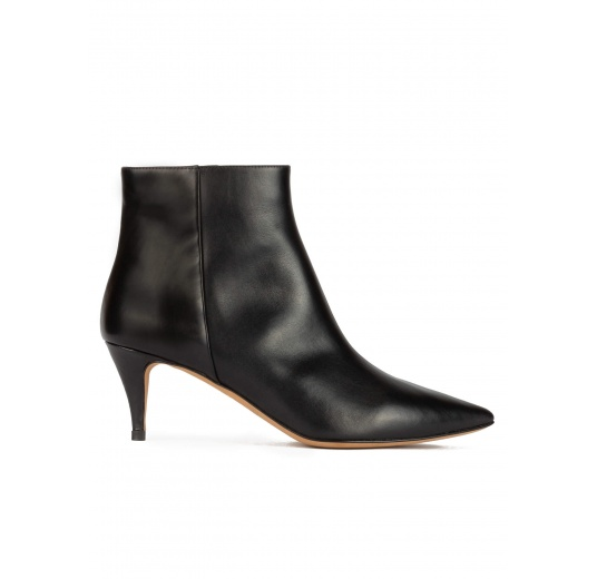 Mid-heeled pointy toe ankle boots in black leather Pura L�pez