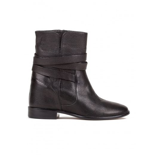 Concealed wedge ankle boots in black leather Pura L�pez