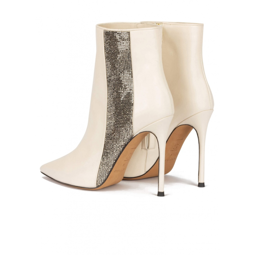 High heel pointy toe ankle boot in off-white leather with strass panel