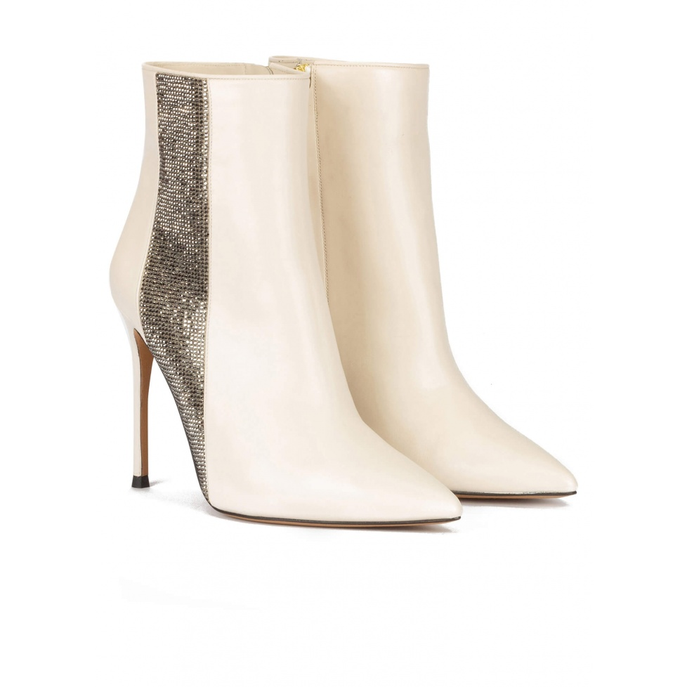 High heel pointy toe ankle boot in off-white leather with strass