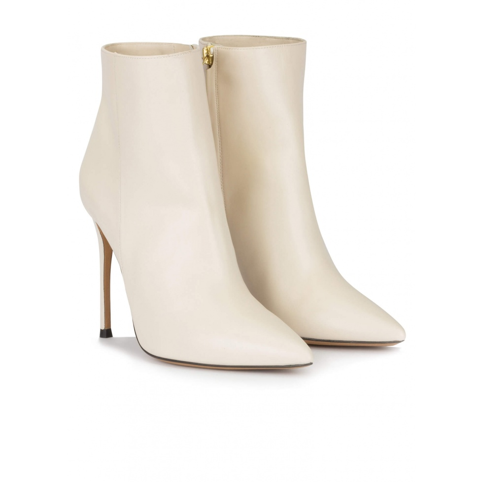 Heeled pointy toe ankle boots in off-white leather