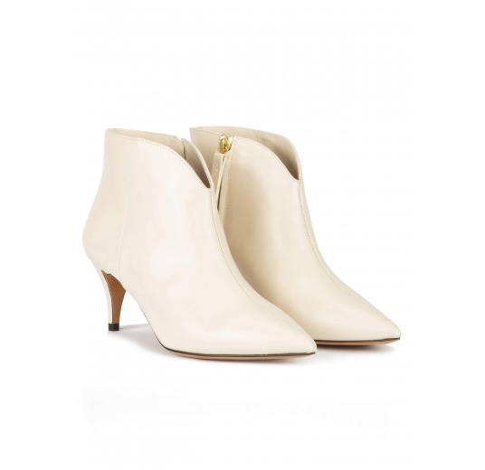 Mid heel point-toe ankle boots in off-white leather Pura L�pez