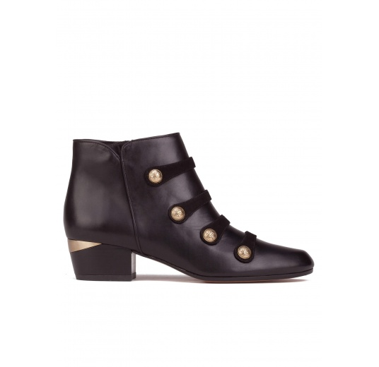 Button detailed mid heel ankle boots in black leather Pura L�pez