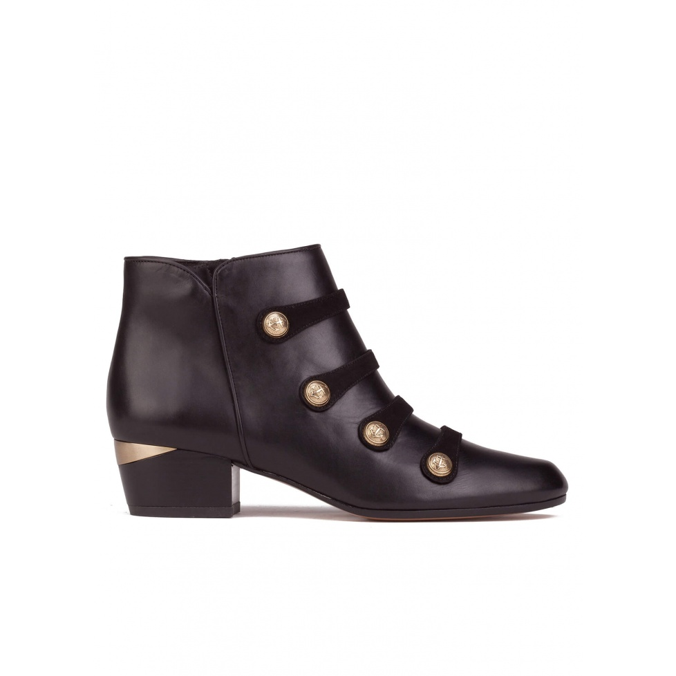 Button detailed mid heel ankle boots in black leather