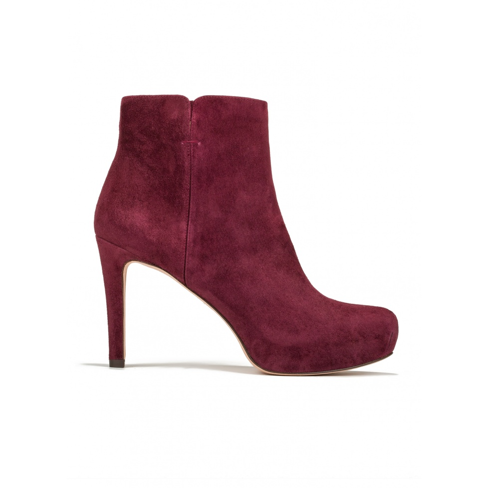 Mid heel ankle boots in burgundy suede