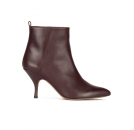 Curved heel point-toe ankle boots in burgundy leather Pura López