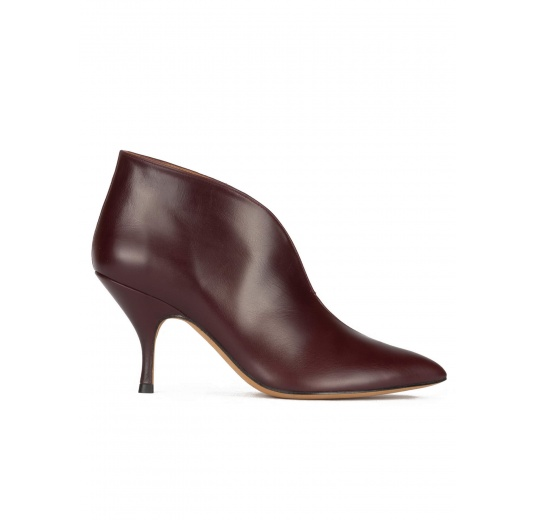Curved heel ankle boots in burgundy leather and suede Pura López