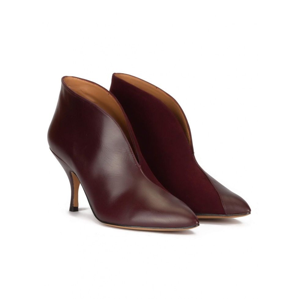 Curved heel ankle boots in burgundy leather and suede