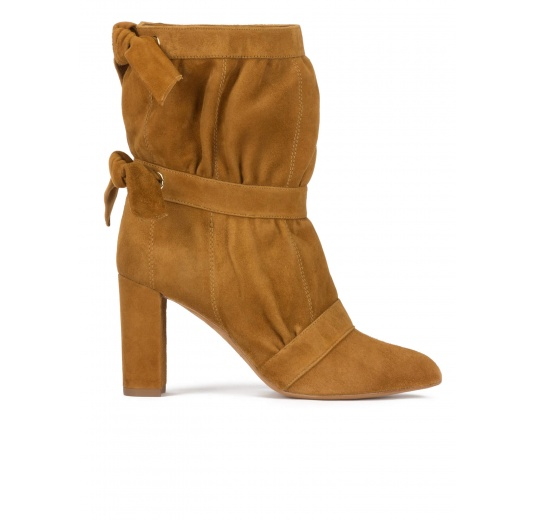 High block heel pointy toe ankle boots in camel suede Pura López