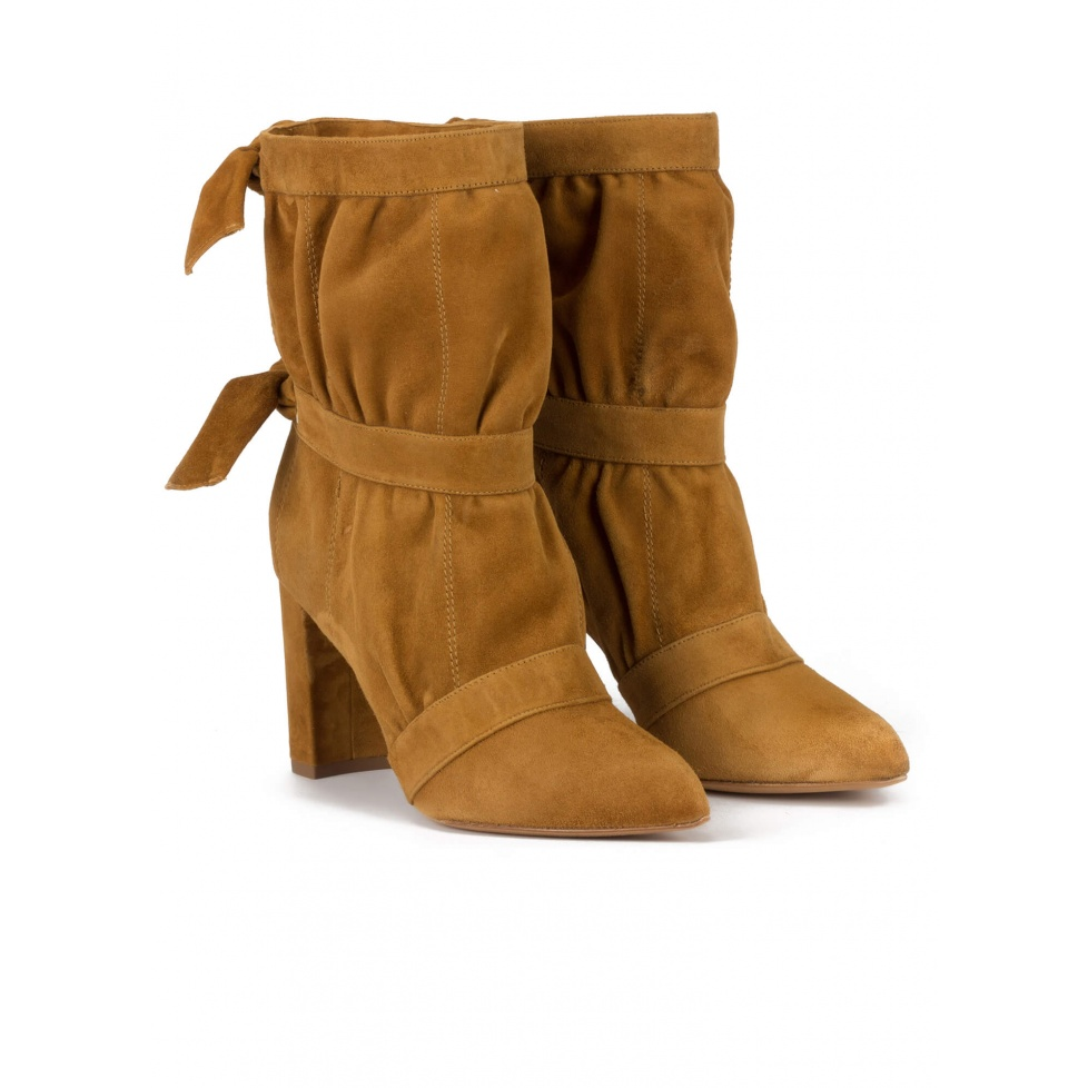 HHigh block heel pointy toe ankle boots in camel suede