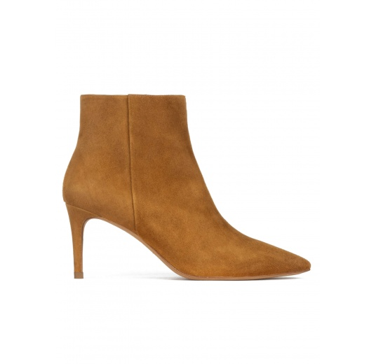 Mid-heel pointed toe ankle boots in camel suede Pura López