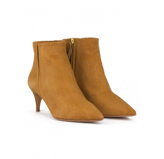 Mid-heeled pointed toe ankle boots in camel suede Pura López