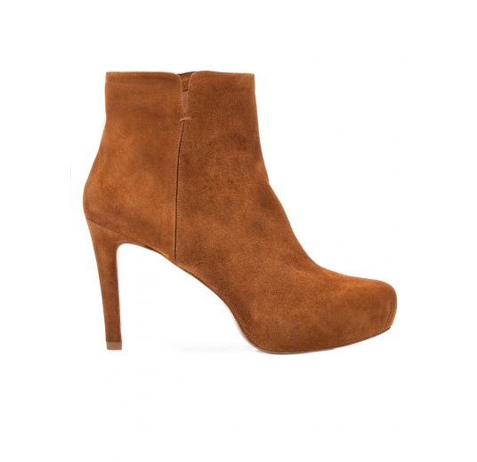 Mid heel ankle boots in chestnut suede Pura L�pez