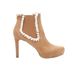 Elasticated mid heel ankle boots in camel suede Pura López