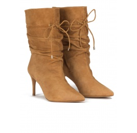 Slouchy mid-heel pointed toe ankle boots in camel suede Pura López